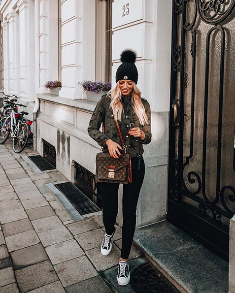 Influencer Annabel Pesant wearing a star printed Rails jacket