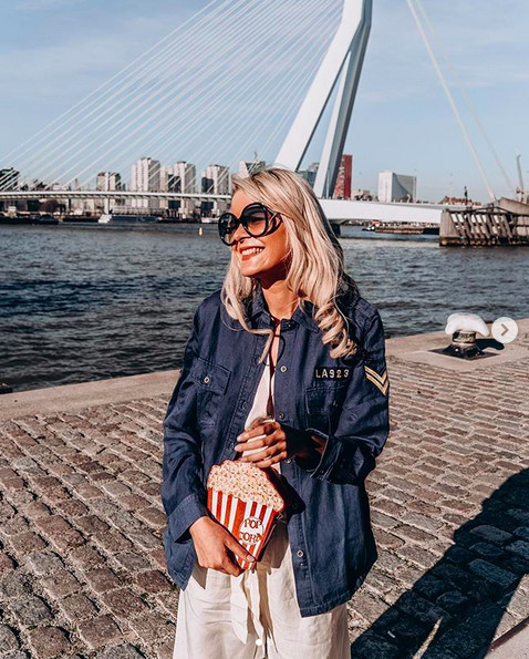 Influencer Yentl Keuppens looking stunning in a Rails blouse